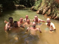 erfrischendes Bad im Fluss, später Pre-Carnaval Show in Belo Horizonte